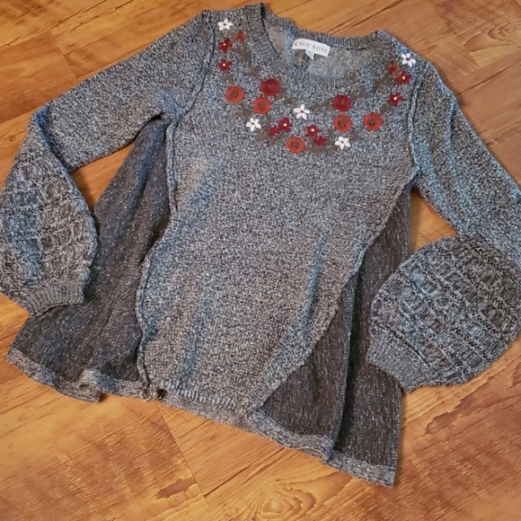 Knox Rose Sweaters - Knox Rose sweater with embroidery. Size Small